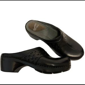 DANSKO Shyanne Black Leather Clogs Work Shoes